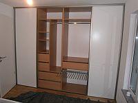 vestavěné skříně na míru