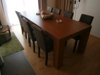 masivní jídelní stůl z lamina