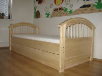 Dětská masivní postel